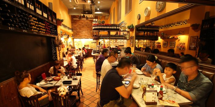 Piccolo Pizzeria (Kennedy Town) interior, Hong Kong