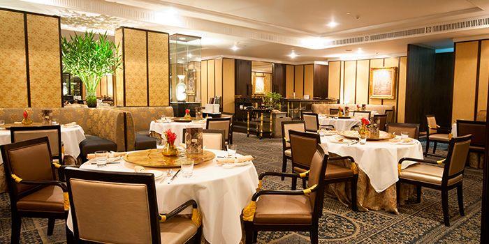 Dining Area in The Mayflower Restaurant in Dusit Thani Bangkok in Silom, Bangkok