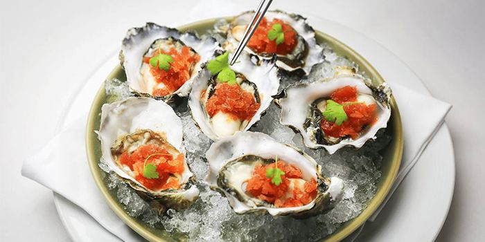 Oysters from FLUTES Restaurant on Stamford Road, Singapore