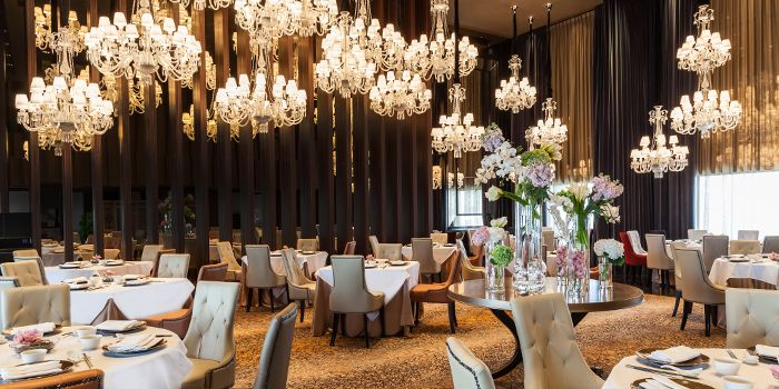 Dining Hall of Shisen Hanten by Chen Kentaro at Mandarin Orchard Singapore in Orchard, Singapore
