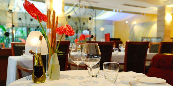 Dining Table of Gianni Ristorante in Ploenchit, Bangkok