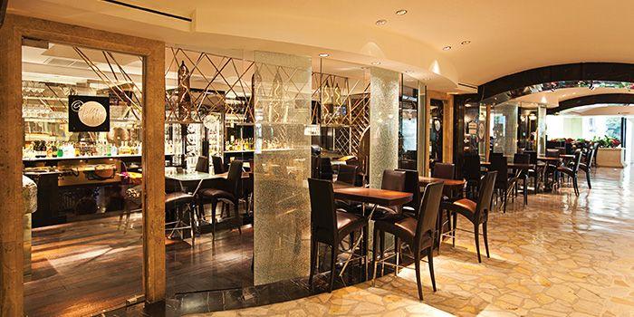 Exterior Seats from Bar@494 Restaurant at Grand Hyatt Erawan, Bangkok