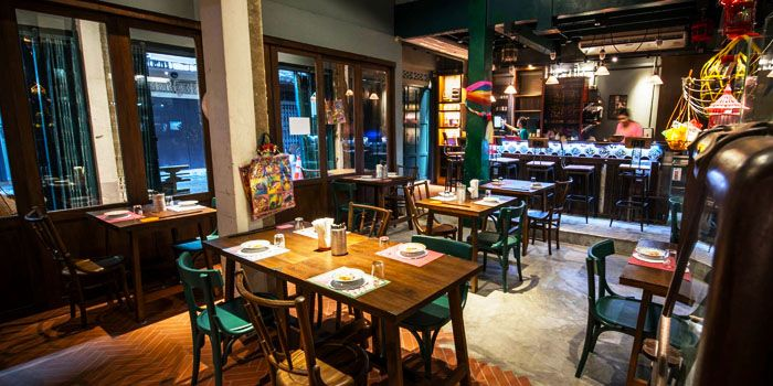 Interior of Err Urban Rustic Thai, Tatian