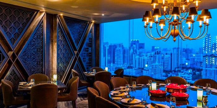 Dining Table of Maya Restaurant & Bar at Holiday Inn Sukhumvit, Bangkok