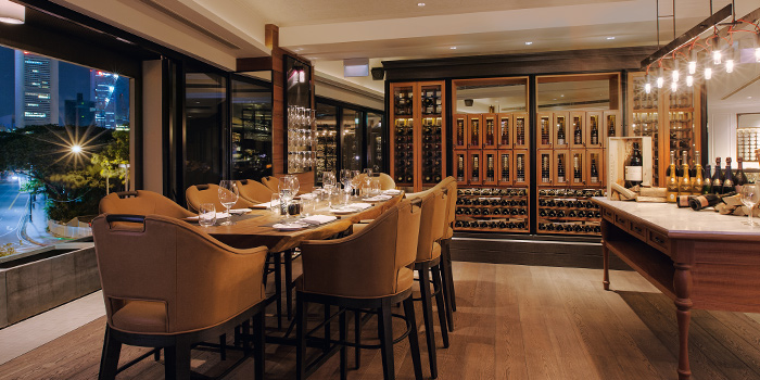 Dining Lounge in Wooloomooloo Steakhouse Singapore at Swissotel The Stamford in City Hall, Singapore