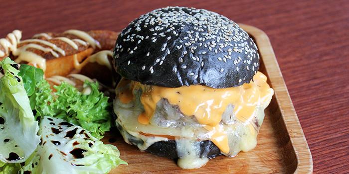 Charcoal Bun Burger from Two Blur Guys in Tanjong Pagar, Singapore