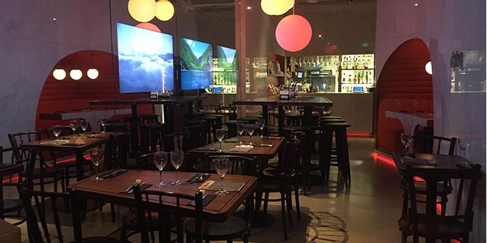 Interior of Da Paolo HQ Club Street in Raffles Place, Singapore