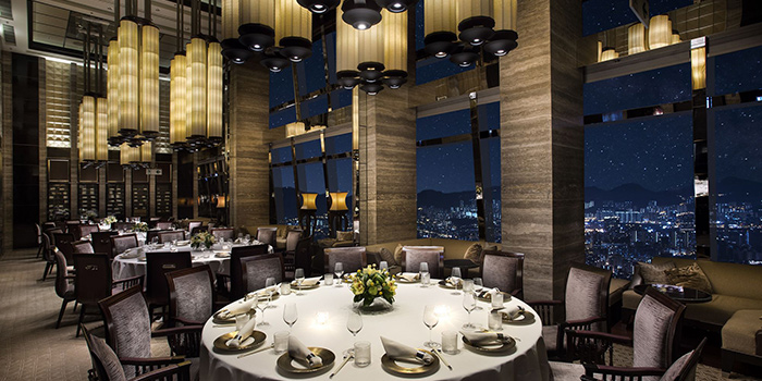 Dining Area of Tin Lung Heen, Tsim Sha Tsui, Hong Kong