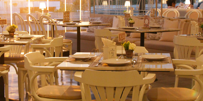 Dining Table from Kelly by Audrey Central Plaza Ladprao, Bangkok