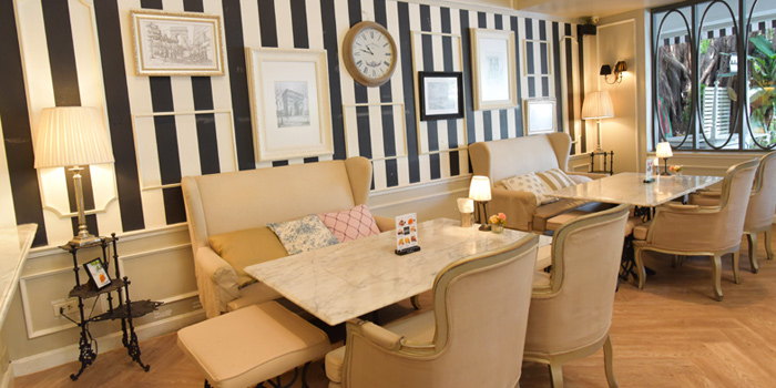 Dining Tables from Audrey Cafe & Bistro in Thonglor Soi 11, Bangkok