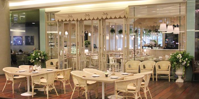 Dining Tables from Kelly by Audrey Esplanade Ratchada, Bangkok
