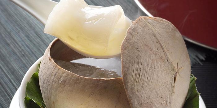 Double boiled Chicken Soup in Coconut, Tin Lung Heen, Tsim Sha Tsui, Hong Kong
