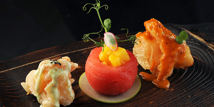 Deep Fried Prawns with Fresh Fruits from TungLok Signatures (The Central) in Clarke Quay, Singapore