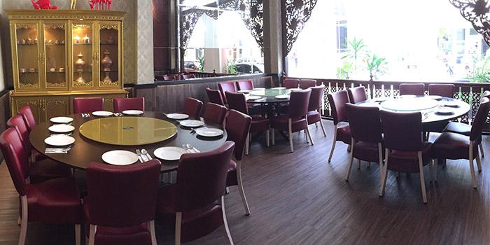 Interior of Yhingthai Palace Restaurant in Bugis, Singapore