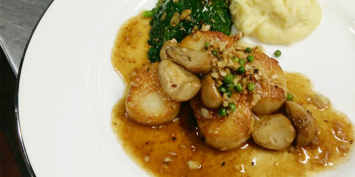 Coquilles Saint-Jacques au gratin from Lyon French Cuisine at Soi Ruam Rudee 2, Pholenchit Road, Bangkok