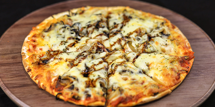 Mushroom Pizza from The Mask in Boat Quay, Singapore