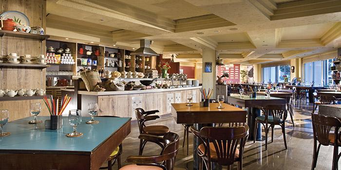 Dining Area of Kopi Tiam in Swissotel The Stamford, Singapore