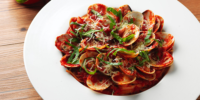 Linguine & Clams with Red Sauce, Amaroni