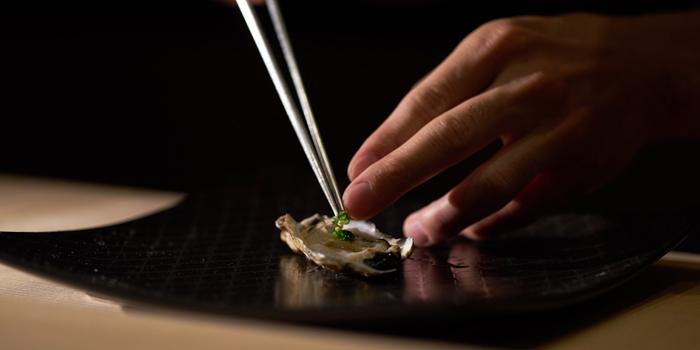 Oyster from Sushi Zo at Athenee Tower, Bangkok