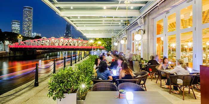 Alfresco Seating of Town at The Fullerton Hotel Singapore in Raffles Place, Singapore