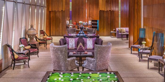Lounge Area Sra Bua by Kiin Kiin at Siam Kempinski Hotel in Siam, Bangkok