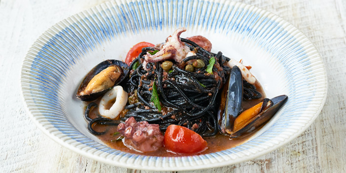 Octopus Mussel Spaghetti Nero from Jamie