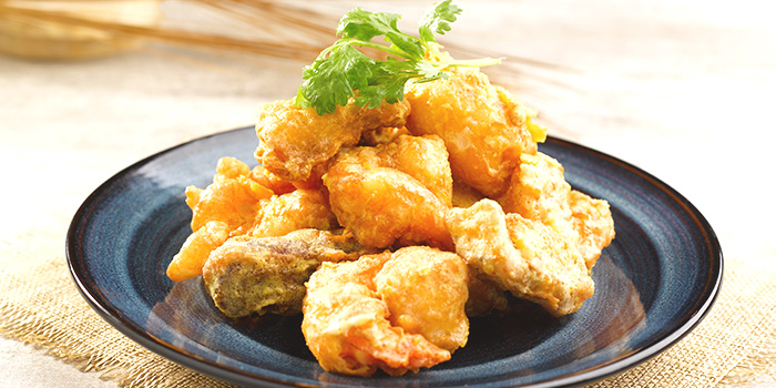 Crisp-fried Crystal Prawn with Salted Egg Yolk from Crystal Jade Kitchen (Centrepoint) in Orchard Road, Singapore