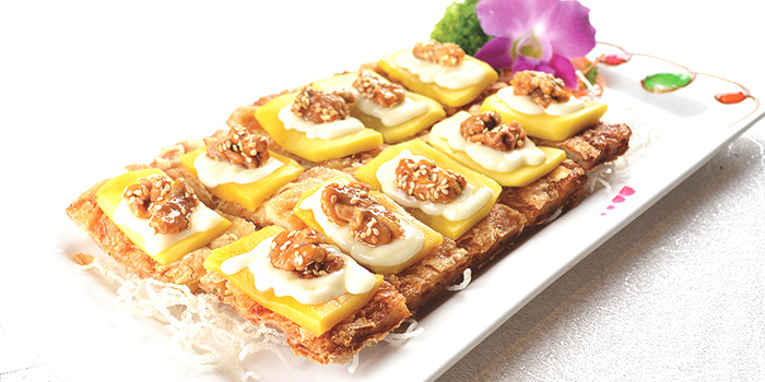 Vegetarian Crispy Goose with Sliced Mango from Imperial Court at The Grassroots' Club in Ang Mo Kio, Singapore