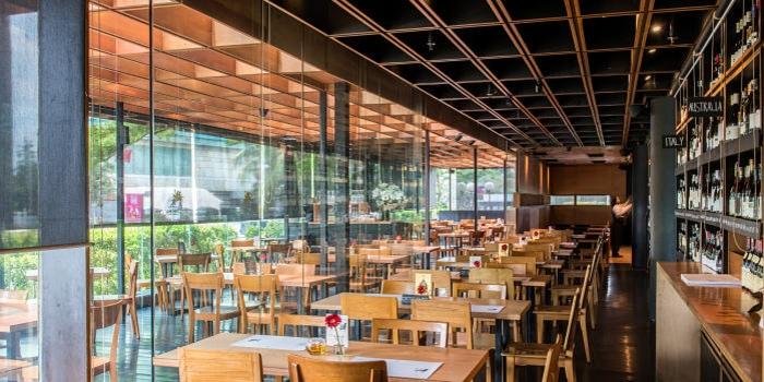 Interior 1 at Cork & Screw Plaza Indonesia, Jakarta