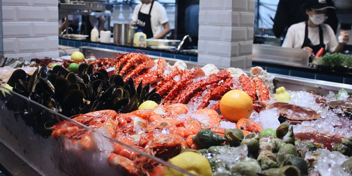 Seafood bar of Pesca Mar & Terra Bistro at Ekkamai 12 Alley, Wattana, Bangkok