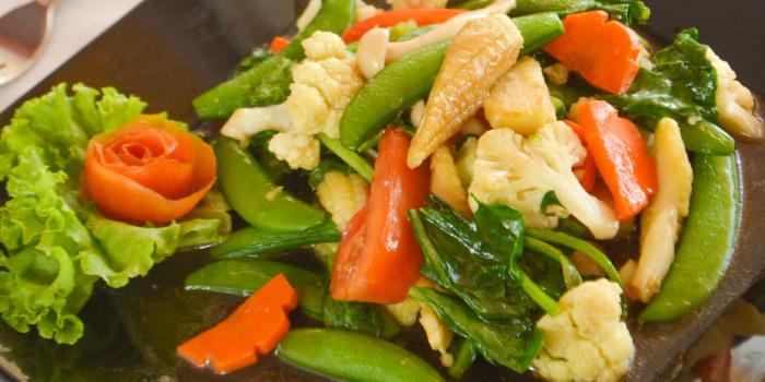 Stir-Fried Mixed Vegetables in Oyster Sauce from Rossovivo Ristorante Italiano E Pizzeria in Rawai, Phuket, Thailand