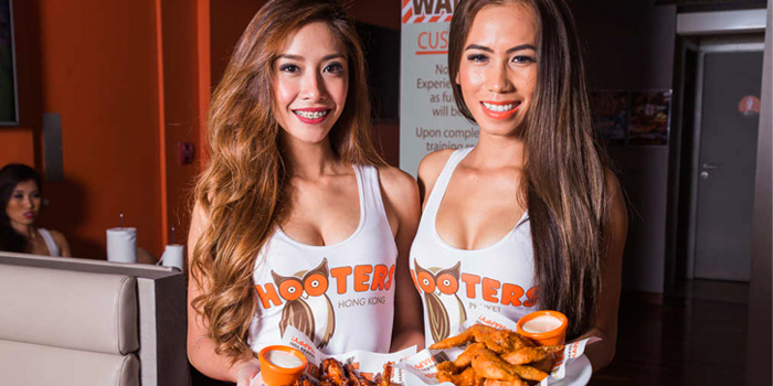 The hooters girls from Hooters at 4 Sukhumvit Soi.15, Sukhumvit Road, Bangkok