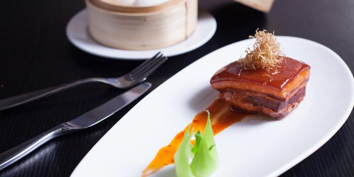 Braised-Pork-Belly-in-Chinese-Brown-Rice-Sauce-served-with-Homemade-Mantou-Bun from Red Rose Restaurant & Jazz Bar at Shanghai Mansion in Yaowaraj Road, Samphantawong, Bangkok