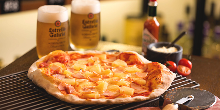 Hawaiian Pizza from Drinks & Co Grill in Club Street, Singapore