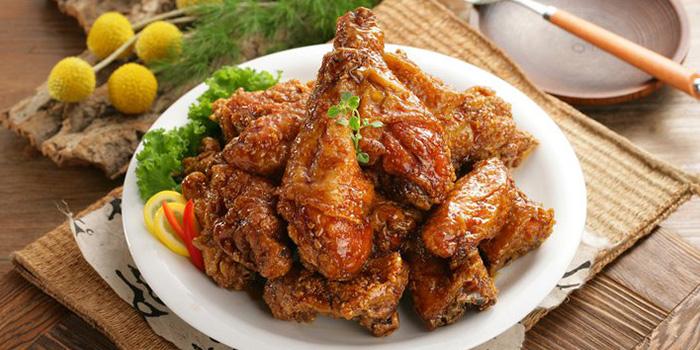 Garlic Chicken Wings from Kko Kko Na Ra (Tanjong Pagar) in Tanjong Pagar, Singapore