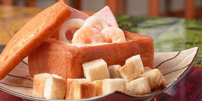Seafood Coffin Toast from Eat@Taipei (Kallang Wave Mall) in Kallang, Singapore