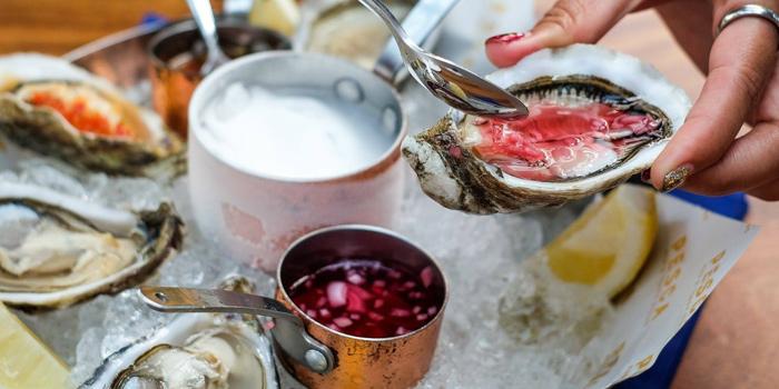 Pink Oysters from Pesca Mar & Terra Bistro at Ekkamai 12 Alley, Wattana, Bangkok