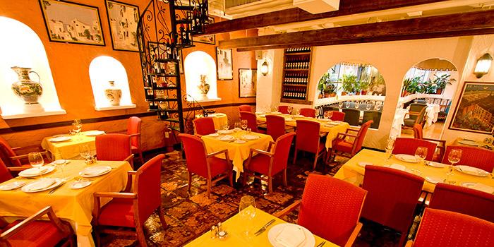 Interior, Ole Spanish Restaurant & Wine Bar, Central, Hong Kong