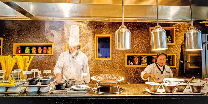 Mistral-Live-Cooking-Station of Mistral Restaurant at Pullman Bangkok Hotel G 37th Floor, 188 Silom Rd, Bangrak, Bangkok