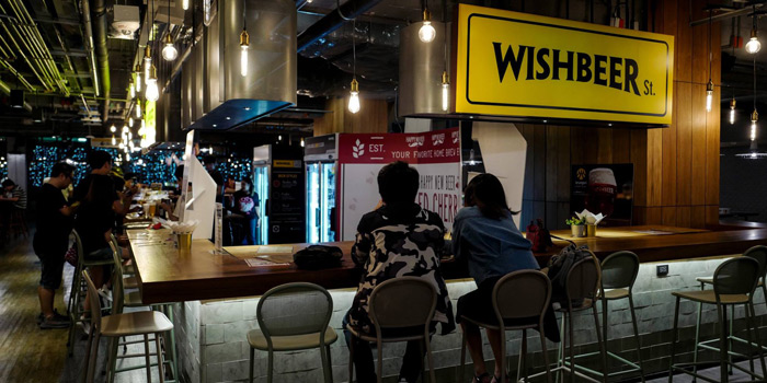 Ambience from Wishbeer Home Bar at The Street Ratchada Ratchadaohisek Road Din Daeng, Bangkok