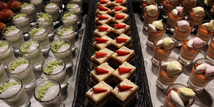 Dessert Selection from Praya Kitchen at Marriott Bangkok Hotel The Surawongse Surawong Road, Si Phraya Bangrak, Bangkok