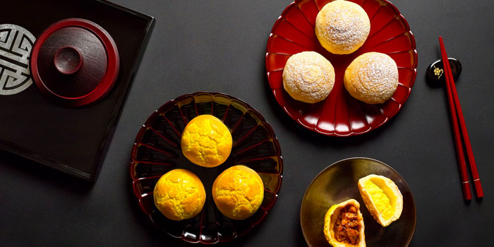 Baked Barbecue Pork and Custard Buns from Wah Lok Cantonese Restaurant at Carlton Hotel in City Hall, Singapore