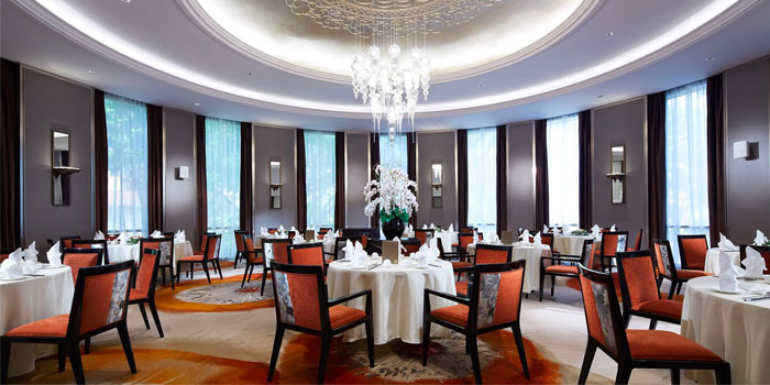 Interior of  Wah Lok Cantonese Restaurant at Carlton Hotel in City Hall, Singapore