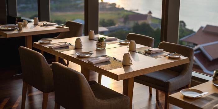 The Dining Table of Skyline at AVANI Riverside Bangkok Hotel 257 Charoennakorn Rd Thonburi, Bangkok