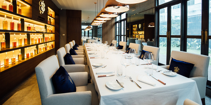 Dining Table from Il Fumo Restaurant & Bar on Rama IV Road, Bangkok