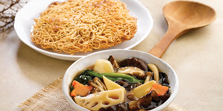 Wok-fried Assorted Vegetable Noodle with Gravy from Crystal Jade Kitchen (Great World City) at Great World City in River Valley, Singapore