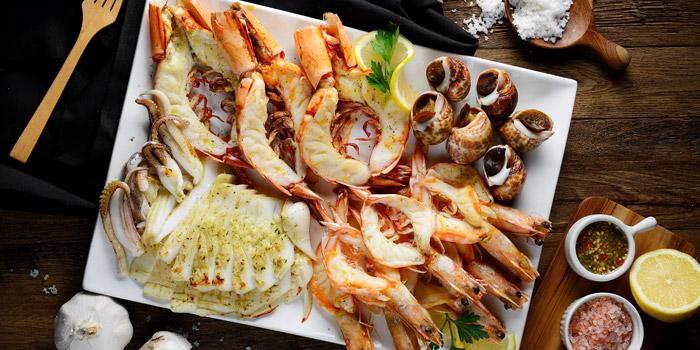 Grilled Seafood Platter from TaLatChan by Baan Khanitha at FoodWalk zone, Level 1 Mega Bangna Shopping Mall Bangkok