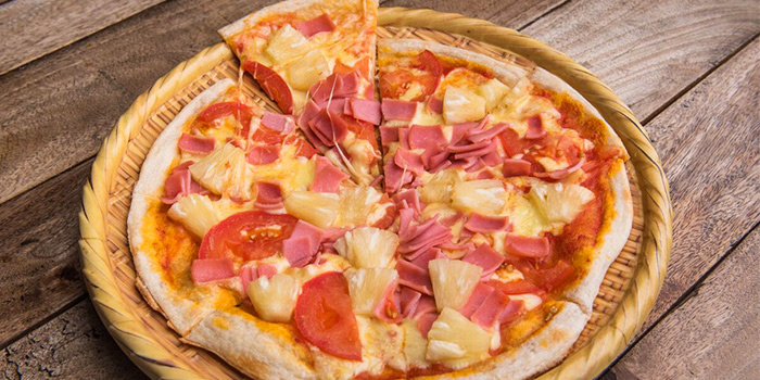Hawaiian Pizza from Beer Factory in Raffles Place, Singapore