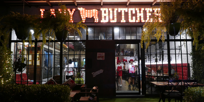 Entrance of Lady Butcher at 198/889-890 Moo.13 Bangbuathong, Nonthaburi