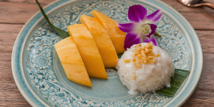Khao Niew Ma Muang from Manohra Cruise at Anantara Riverside Bangkok Resort 257/1-3 Charoennakorn Road,Thonburi,Bangkok